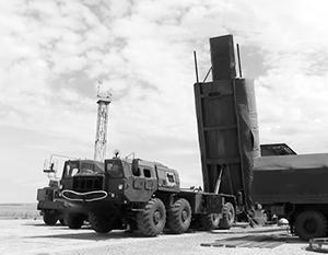 Ракетный комплекс «Авангард» при загрузке в ракетную шахту