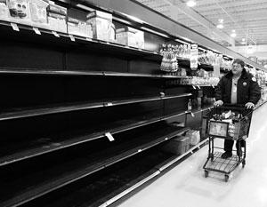 Британцы стремительно опустошают полки продуктовых магазинов