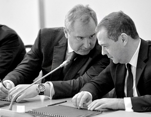 Дмитрий Медведев (справа) очень недоволен Дмитрием Рогозиным. И, можно предположить, не он один