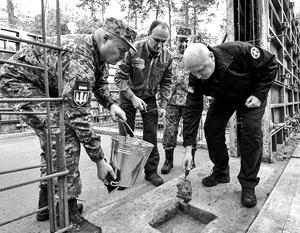 Так символически закладывалась капсула в здание будущей штаб-квартиры СВР Украины