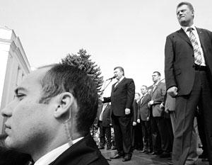 В бытность президентом Украины у Януковича была неплохая охрана. Наверняка она будет не лишней ему и сейчас