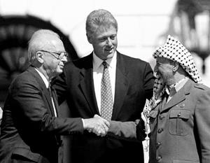 Первую попытку уладить еврейско-арабский конфликт предприняли еще 25 лет назад (слева направо) Рабин, Клинтон и Арафат
