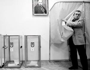 Поэт Тарас Шевченко традиционно «мониторит» ход любых голосований, проходящих в стенах украинских школ