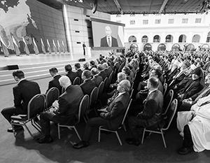 В Гостином дворе собралось более тысячи человек: думцы, сенаторы, а также губернаторы и министры, деятели искусства и науки