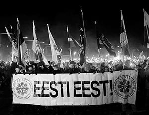 Главный лозунг на факельном шествии EKRE – «Эстония для эстонцев!»
