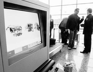 Досмотр в аэропорту выявил недозволенные предметы в багаже американского дипломата