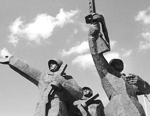 Официальная Латвия видит идеологическую диверсию в памятнике воинам-освободителям