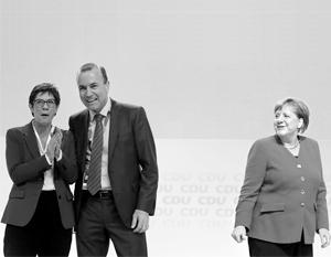 Ангела Меркель хочет сделать своим преемником на посту канцлера нового лидера ХДС Аннегрет Крамп-Карренбауэр, а Манфреда Вебера поставить на руководство общеевропейским правительством