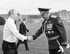 Даже лично министр обороны в особых случаях носит кортик