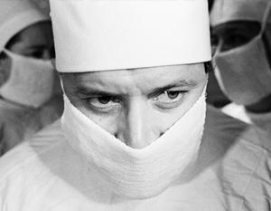 Центром преступной сети оказался врач