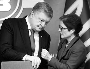 Выждав театральную паузу, Порошенко защитил Мари Йованович от грубости своего подчиненного