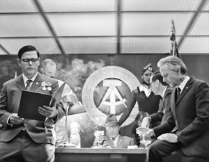 Карикатура на ГДР является одной из ярких символических образов клипа
