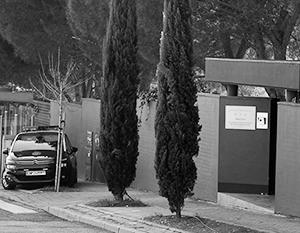 Так выглядит вход в посольство КНДР в Мадриде – именно его в итоге и брали штурмом