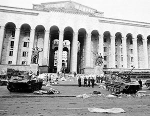 События в Тбилиси произошли при почти полном безучастии союзного политического руководства