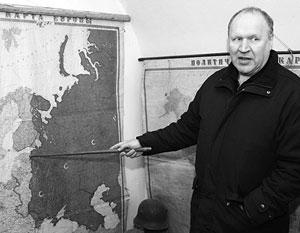 Лидер EKRE Март Хельме у карты самоцй ненавидимой им страны – СССР