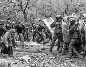 Чтобы прогнать грузинский спецназ, селянкам оказалось достаточно несколько раз ударить его палкой