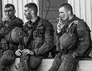 Военнослужащие НАТО порой ведут себя в Прибалтике просто по-хамски – но местных жителей это не слишком смущает