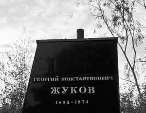 Разрушенный памятник маршалу Победы Георгию Жукову в Харькове