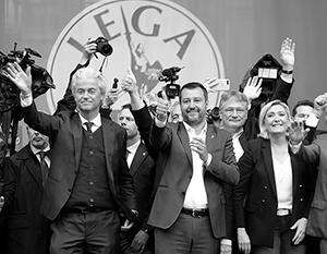 Маттео Сальвини с Марин Ле Пен и Гертом Вилдерсом из голландской Партии свободы (слева) на митинге в Милане 18 мая