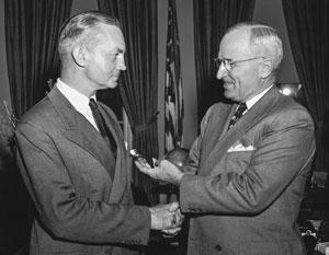 Джеймс Форрестол убеждал президента Гарри Трумэна, что от СССР исходит смертельная угроза для Америки