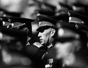 Причина сложившейся нездоровой ситуации – забюрократизированность и крайняя медлительность в управлении финансовыми потоками в армии