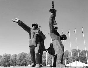 Монумент Освободителям Риги приводит в бешенство латышских националистов