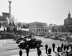 Военные парады на День независимости Украины стали пиром во время чумы
