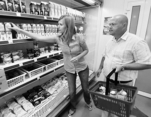 Цены на продукты по-прежнему растут - но на многое другое снижаются
