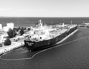 В Одесском порту впервые в истории разгрузили танкер с американской нефтью