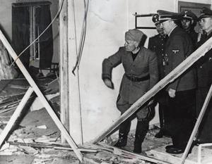 Гитлер и Муссолини на месте покушения