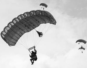 Отличительная особенность ВДВ - использование парашютов. Но так ли они нужны в современной войне?
