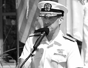 Вице-адмирал в отставке Джозеф Магуайр выглядит странной фигурой в качестве главы американских разведведомств