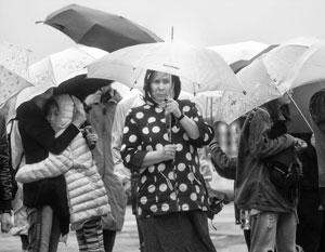 Лето в Москве прошло под знаком желтого дождевика