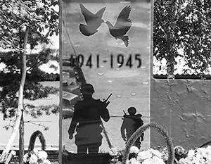 На российских памятниках все чаще стали изображать иностранных солдат или вражеское вооружение