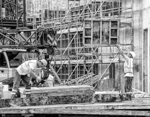 На стройках не хватает инженеров и каменщиков, в автомастерских – слесарей и мотористов, в больницах – медсестер и врачей