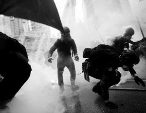 Против демонстрантов в Гонконге применили слезоточивый газ