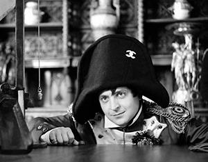 Роль Наполеона бывший актер примеряет теперь в реальной политической жизни