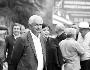 Президента Абхазии уже успели списать со счетов, но он неожиданно нанес поражение объединенной оппозиции