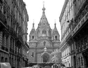 Практически неизбежны суды за храмы и другую недвижимость, в первую очередь – за собор Александра Невского и Сергиевское подворье