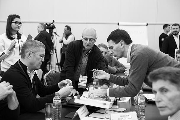 Первый замглавы администрации президента России Сергей Кириенко (в центре) вместе с рядом губернаторов принял участие в семинаре-совещании по подготовке к расширенному заседанию Госсовета