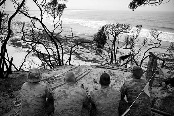 Австралию охватили самые мощные за всю историю страны лесные пожары – их площадь составляет уже 10 миллионов гектаров. Это стало результатом рекордной засухи, притом что обычно этот сезон приходится на декабрь – март. 28 человек погибли, среди них трое пожарных, разрушено около шести тысяч зданий. Ущерб экономике страны оценивается в 3 млрд долларов США
