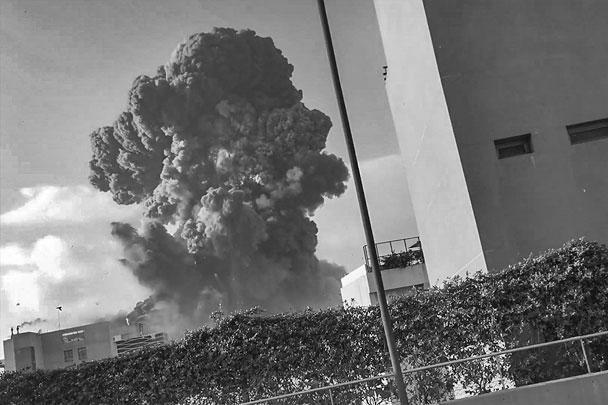 В порту Бейрута, вблизи базы ВМС Ливана, произошел грандиозный взрыв. Пострадала половина города. Погибли десятки человек, более двух тысяч ранены. Среди пострадавших семья премьера Ливана и люди из его окружения. Ущерб также нанесен президентскому дворцу и зданию посольства РФ
