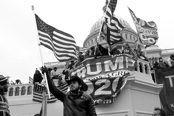 Многочисленные сторонники президента США Дональда Трампа взяли в среду штурмом Капитолий и устроили в нем погром. Стражи правопорядка с трудом вытеснили активистов за пределы парламента. В результате столкновений есть погибшие и раненные. Для многих наблюдателей эти события стали предвестником гражданской войны