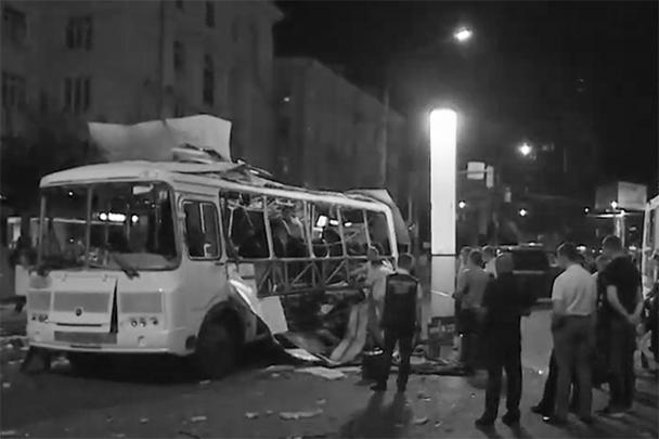 В маршрутном автобусе ПАЗ в Воронеже в ночь на пятницу прогремел взрыв. Погибли люди, возбуждено уголовное дело. Рассматриваются несколько версий трагедии, основная – взрыв незаконно установленного газового оборудования