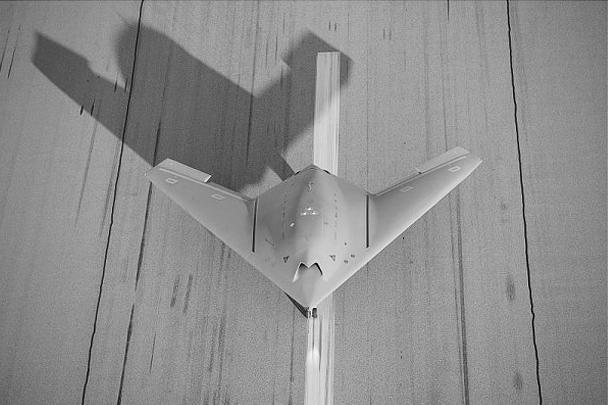 Военная промышленность Евросоюза впервые испытала прототип ударного беспилотника собственного производства. «Он открывает следующее поколение боевых летательных аппаратов с целью сохранить самостоятельность Европы в этой сфере», – отмечают в минобороны Франции