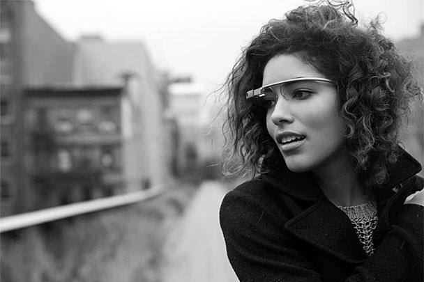 Компания Google всерьез занялась продвижением своего нового продукта – очков Google Glass. Одновременно был выпущен ролик с демонстрацией возможностей гаджета и объявлен набор желающих его протестировать