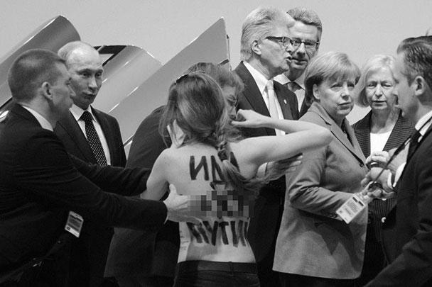 Акция группы FEMEN на Ганноверской ярмарке понравилась, по его словам, президенту Владимиру Путину. Полуголые девушки выскочили перед ним и канцлером ФРГ Ангелой Меркель во время осмотра экспонатов выставки. По мнению Путина, такие акции делают хорошую рекламу ярмарке, за что украинок стоит поблагодарить