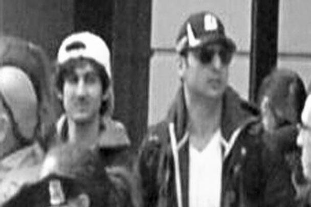Один подозреваемый в бостонском теракте убит, второй скрылся – таковы итоги операции, которая проводилась после стрельбы в  Массачусетском технологическом институте. По версии следствия, ее устроили причастные ко взрывам на марафоне