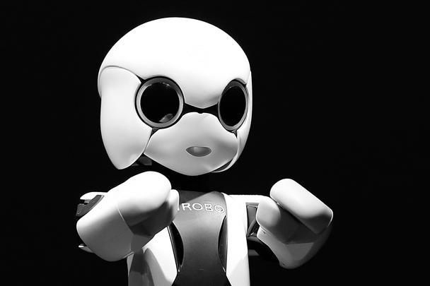 На японском корабле «Конотори» («Белый аист») к МКС направился первый говорящий робот Киробо, который способен самостоятельно передвигаться в условиях невесомости и выполнять голосовые команды