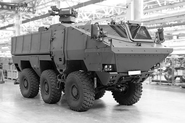 КамАЗ впервые продемонстрировал ходовой вариант перспективного бронеавтомобиля «Тайфун». Броневик рассчитан на двух членов экипажа и 10 десантников. Разработчики утверждают, что машина может быть использована для решения целого ряда армейских задач